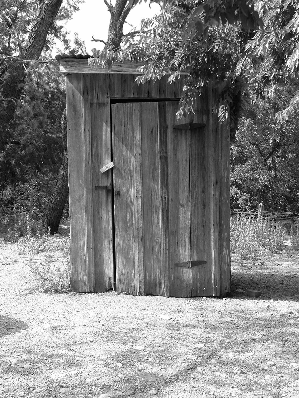 Old arkansas outhouse rustic images foundmyself for Outhouse pictures