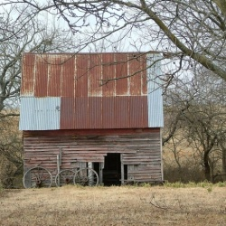 Oklahoma Barn & Old Wagon Wheels