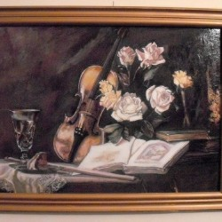 decor with violin and roses
