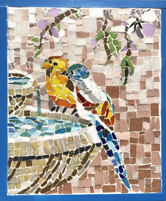 Mosaic two birds on fountain